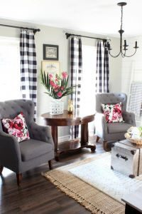 black-and-white-home-decor-with-printed-cushion